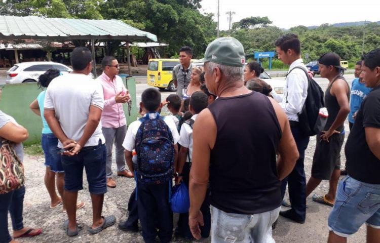 Siguen lucha en Villa Mireya por puente peatonal
