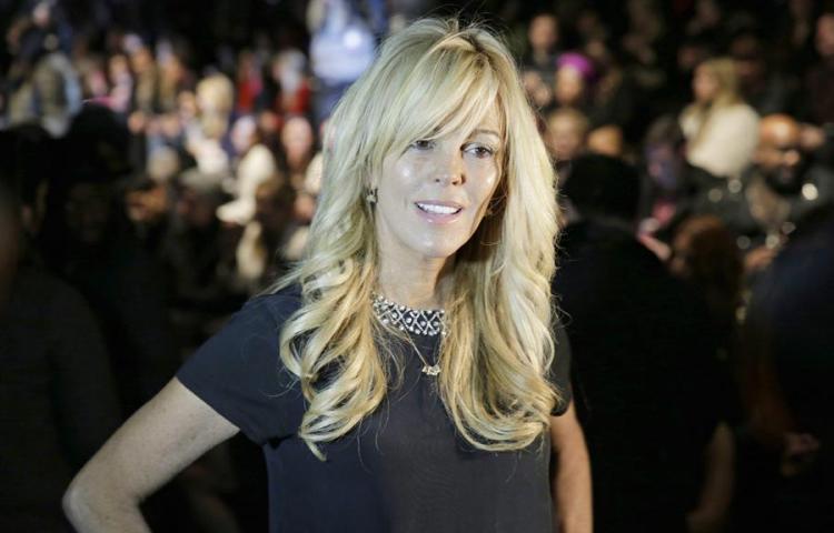 Acusan a madre de cantante Lindsay Lohan de conducir en estado de embriaguez