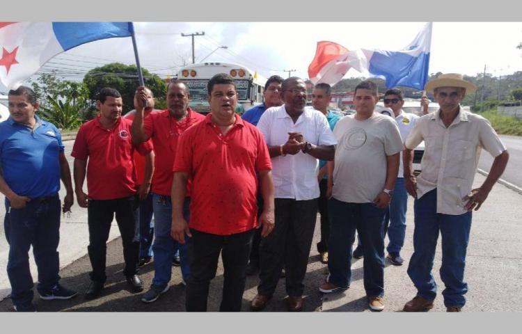 Taxistas arremeten contra fallo de la Corte Suprema, anuncian protestas