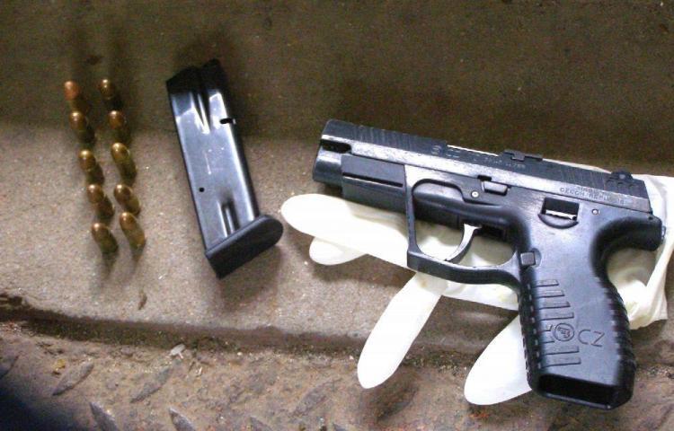 Tenía una pistola en el techo de la casa en Brisas del Golf