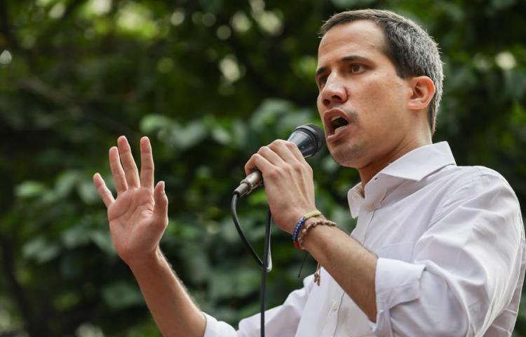 Guaidó crea comisión con la que espera quitar al Gobierno la señal de Telesur