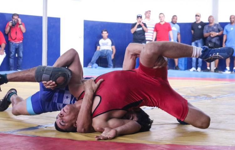 Lucha panameña, lista para el Panamericano de Canadá