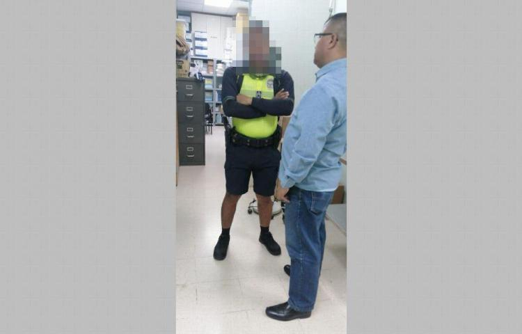 Pelao le dio una pedrada a un policía y este le dio 4 tiros