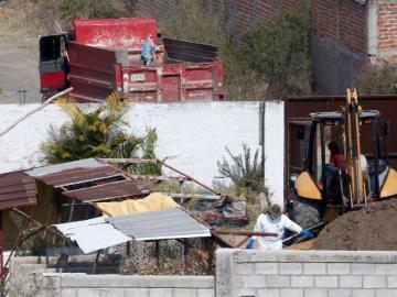 Hallan 29 cuerpos en una fosa en el oeste de México