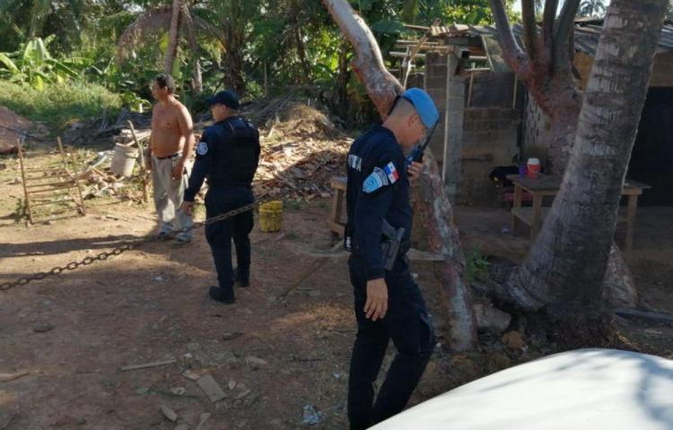 Secuestran comerciante asiático, lo dejaron amarrado y golpeado