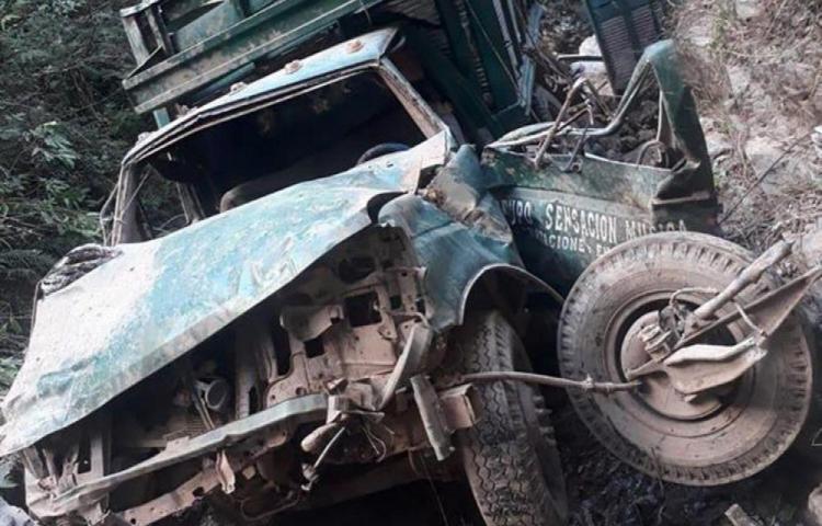 Hallan 10 cuerpos calcinados en un auto abandonado