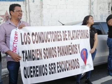 Conductores de Uber protestan en la Asamblea