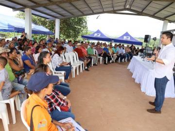 Gobierno entregará títulos de propiedad a invasores de terrenos del Banco Hipotecario