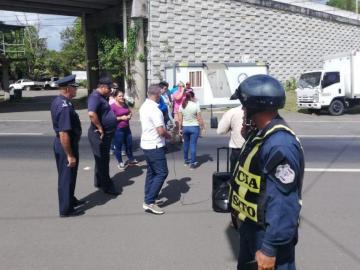 Docentes protestan para solicitar el reintegro de una exdirigente de Aeve