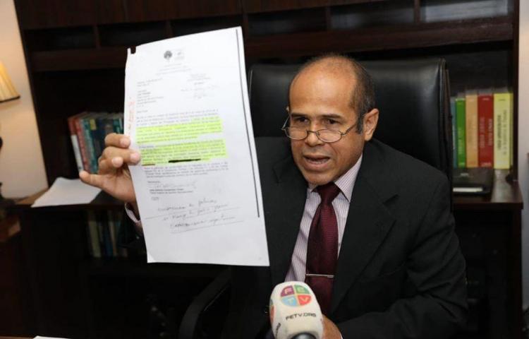 Denuncia falsificación de pruebas contra empresarios extranjeros