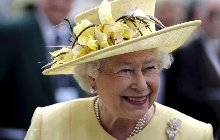 Reina Isabel cancela evento por malestar