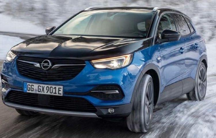 Opel Grandland X Hybrid4, al ataque