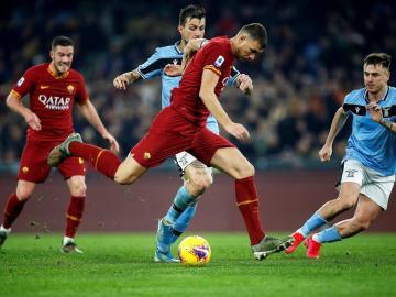 Lazio y Roma empatan un derbi marcado por errores