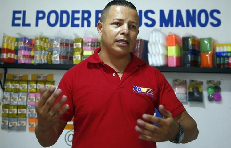 De vendedor a empresario: el colombiano que escaló con sus esponjas de cocina