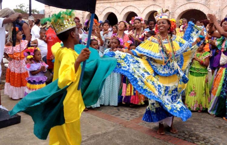 Desfile de congos en la ciudad de Colón