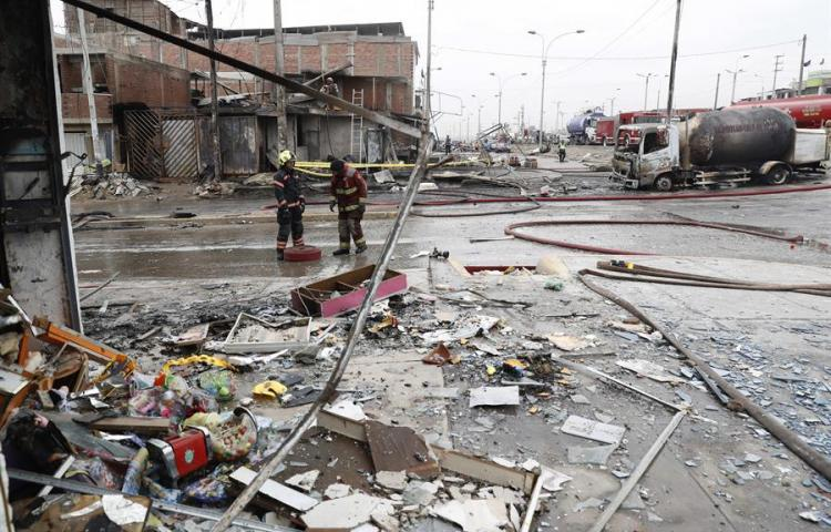 Se elevan a 16 fallecidos por explosión de gas en Lima