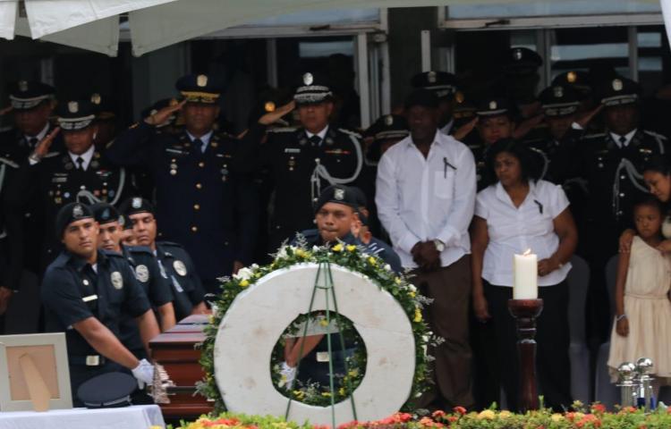 Realizan honras fúnebres de agente que murió de un paro cardíaco