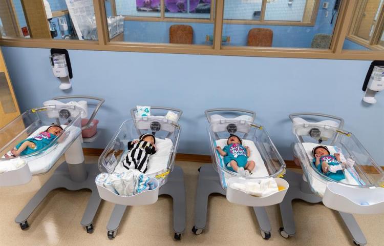 Hasta los recién nacidos son hinchas del Super Bowl en Miami