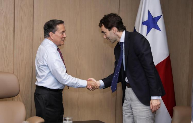 El presidente de Panamá recibe a un empresario español para la inversión en los astilleros