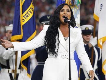 Demi Lovato emociona al público en su canto del himno de Estados Unidos