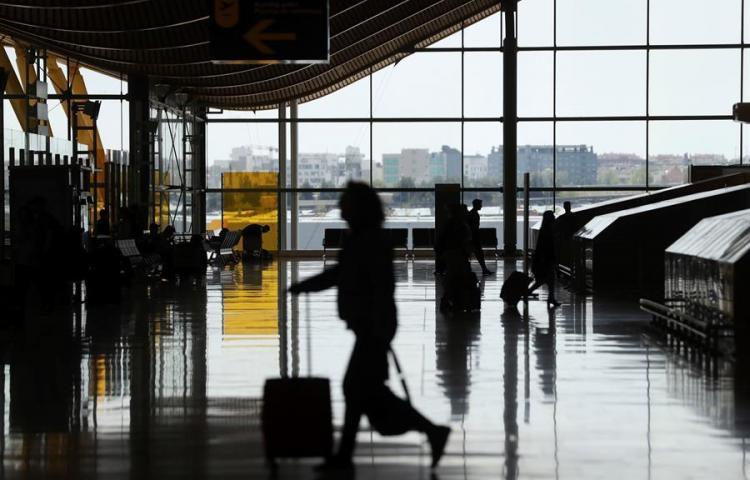 Aeropuerto Madrid Barajas empieza a operar tras cierre espacio aéreo por dron