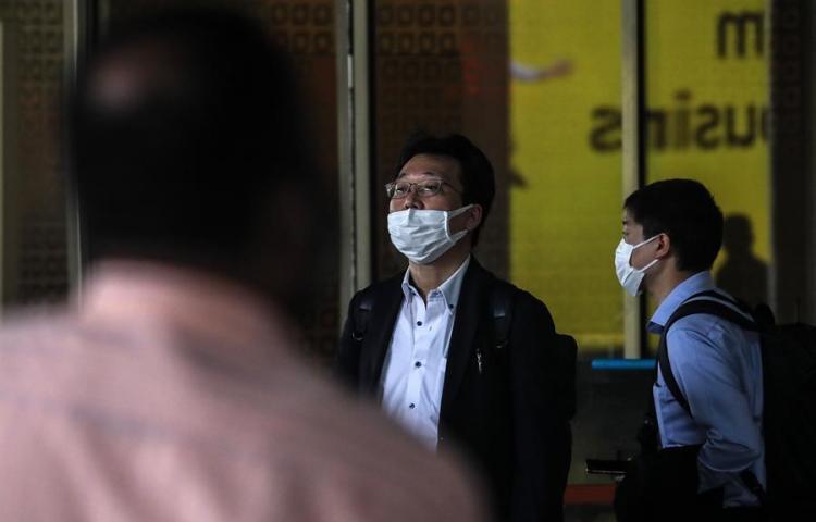 Al menos 10 contagiados de coronavirus en el crucero japonés en cuarentena