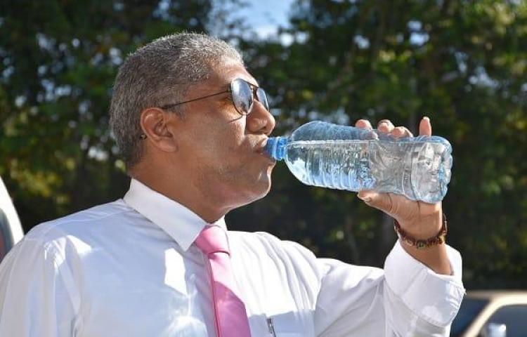 Consuma suficiente agua y frutas en la temporada seca