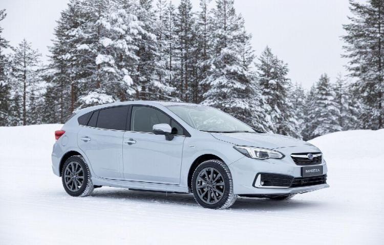 Ojo al Impreza, un auto bestial Subaru sigue hibridando.