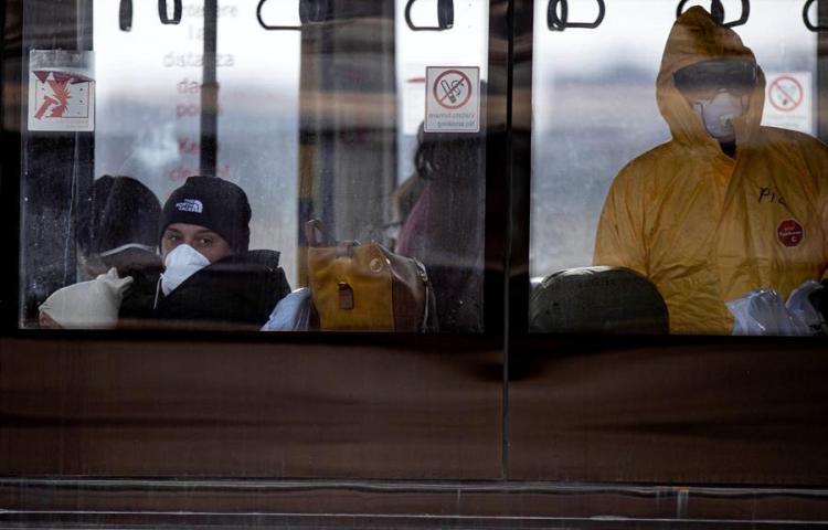 Nueve peruanos estána bordo de uncrucero en cuarentena por coronavirus en Japón