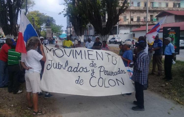 Jubilados de Colón reclaman su aumento