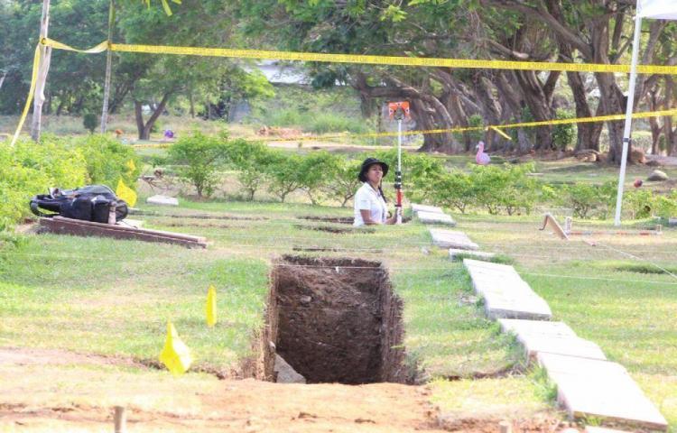 Van cinco restos óseos en diligencia de exhumación