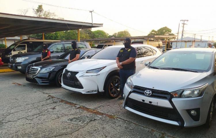 Autos de lujo, $500 mil y droga incautados ayer
