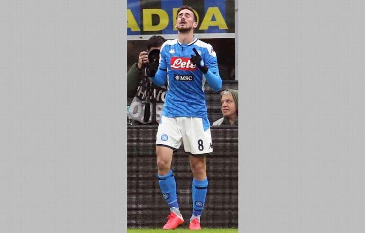 Fabián firmó un golazo y acercó al Nápoles a la final