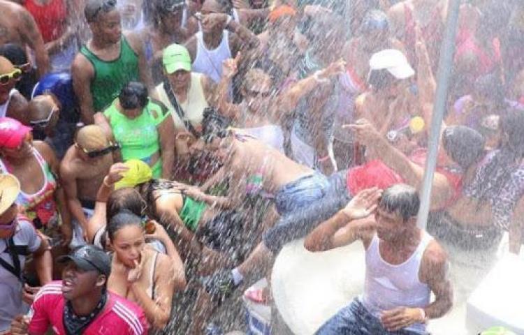 """En Panamá no podrán """"carnavalear"""" 864 personas en vigilancia por coronavirus"""