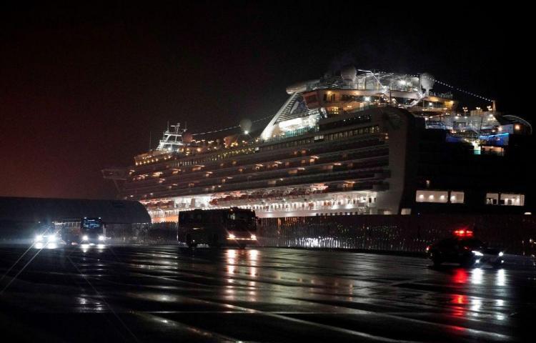 14 estadounidenses evacuados del crucero dan positivo por coronavirus