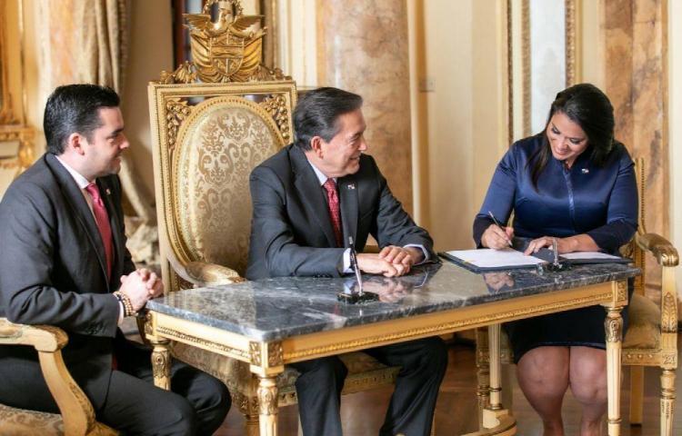 Sheyla Grajalesrenuncia al cargo de ministra de Gobierno