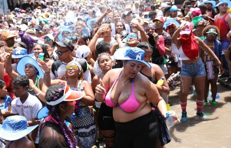 Pastor: 'Suspendan esos carnavales'