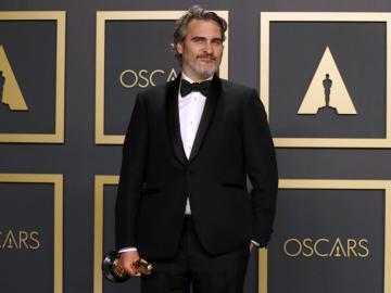 Joaquín Phoenix rescató a una vaca y a su cría tras ganar el Óscar