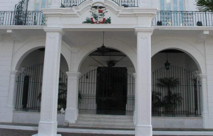 Salida de tres ministros en siete meses de gestión