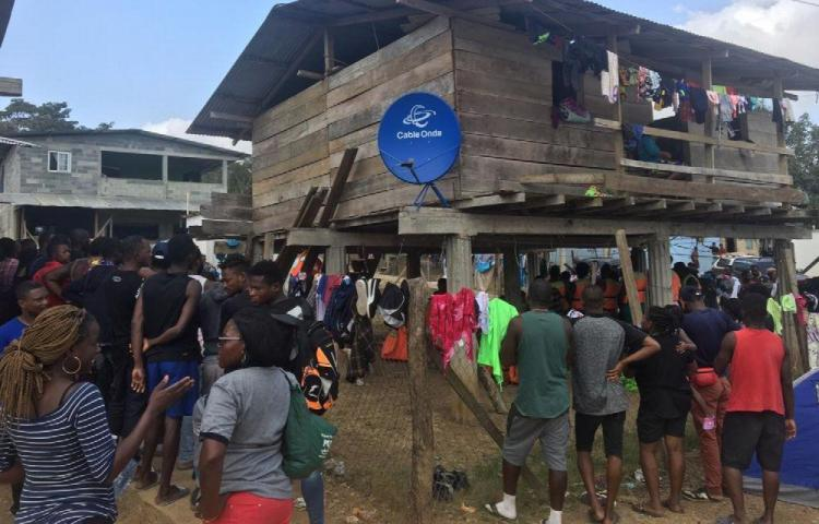 La ola de migrantes azota al poblado de Bajo Chiquito