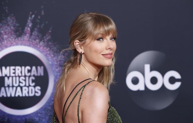 """Taylor Swift sorprende con su conversión en hombre para el vídeo de """"The Man"""""""
