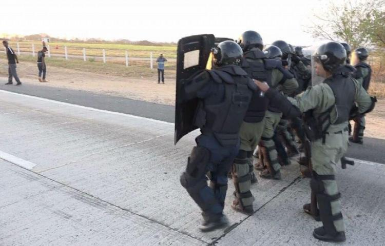 Cierres de calle y enfrentamientos en Antón por desempleo