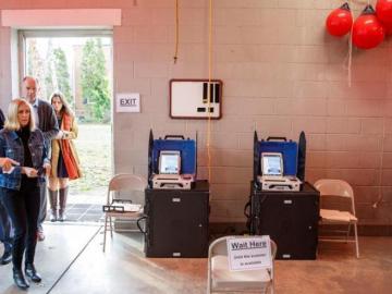 Supermartes en EEUU: ¿cómo llegan los candidatos a las primarias demócratas?