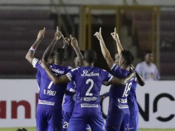 Universitario y Árabe Unido se enfrentan por la cima en el fútbol panameño