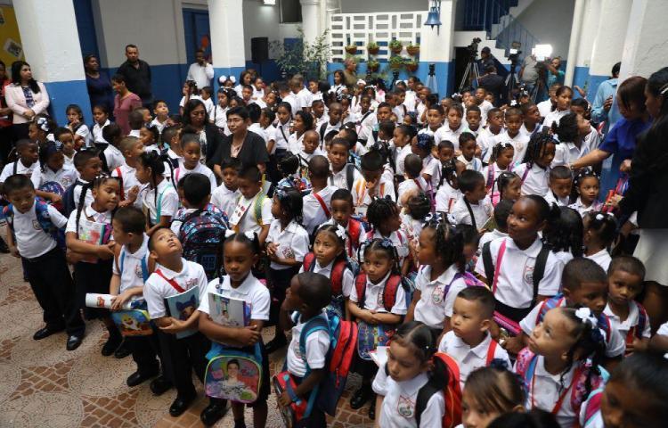Podrían suspender el acto cívico en los patios de las escuelas