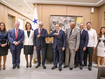 Cortizo se reúne con delegados de la OCDE