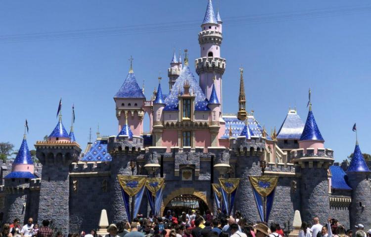 Disneyland cierra en California como medida contra el coronavirus