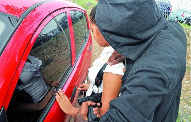 Le robaron $2,000 en El Tecal de Vacamonte