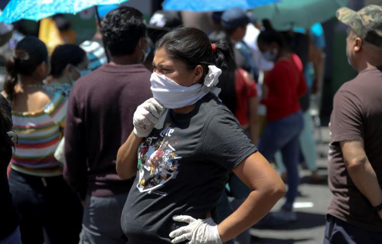 Más de 300 muertos y unos 25.000 contagios en América pese a cuarentenas