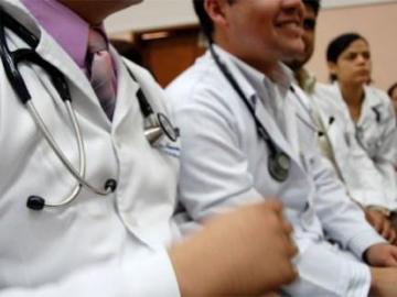 Médicos piden a las autoridades cuarentena total